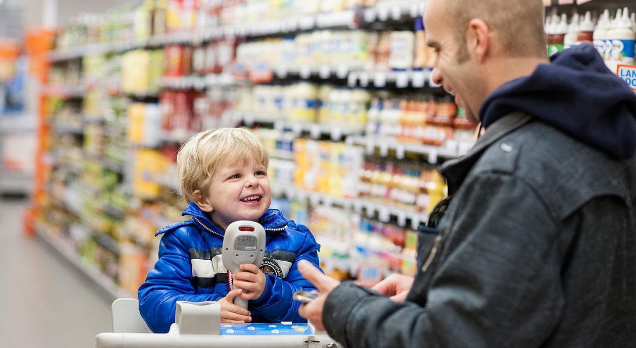 Boodschappen doen bij supermarkt Albert Heijn