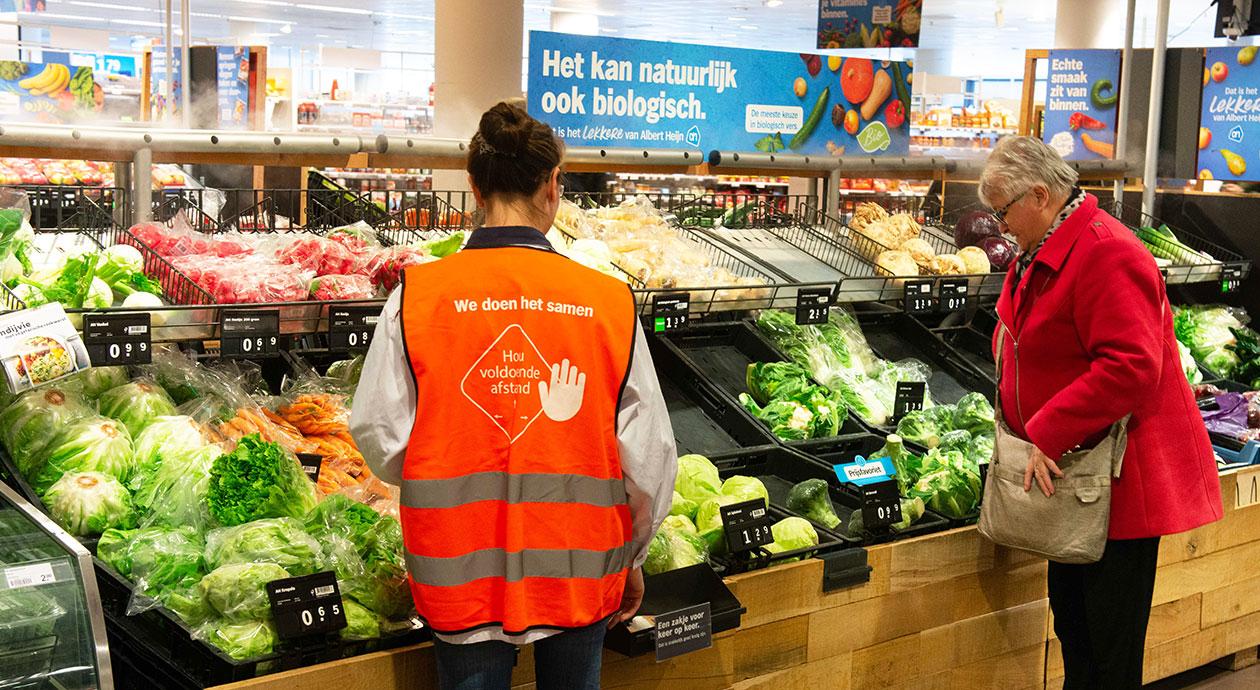 Boodschappenuurtje bij AH voor senioren in de supermarkt tijdens coronacrisis