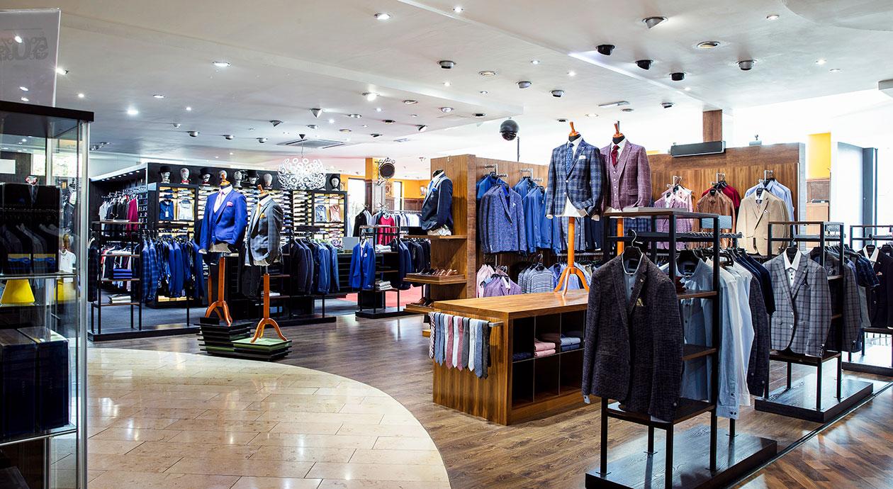 Shoppen in een fysieke kledingwinkel